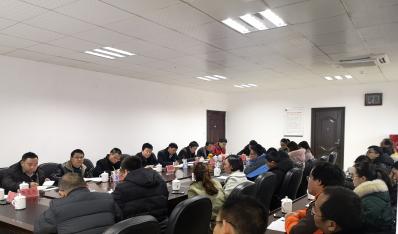 冉俊华校长组织召开班主任代表座谈会