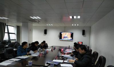 铜仁一中党委书记、校长冉俊华对班子成员 进行党风廉政约谈